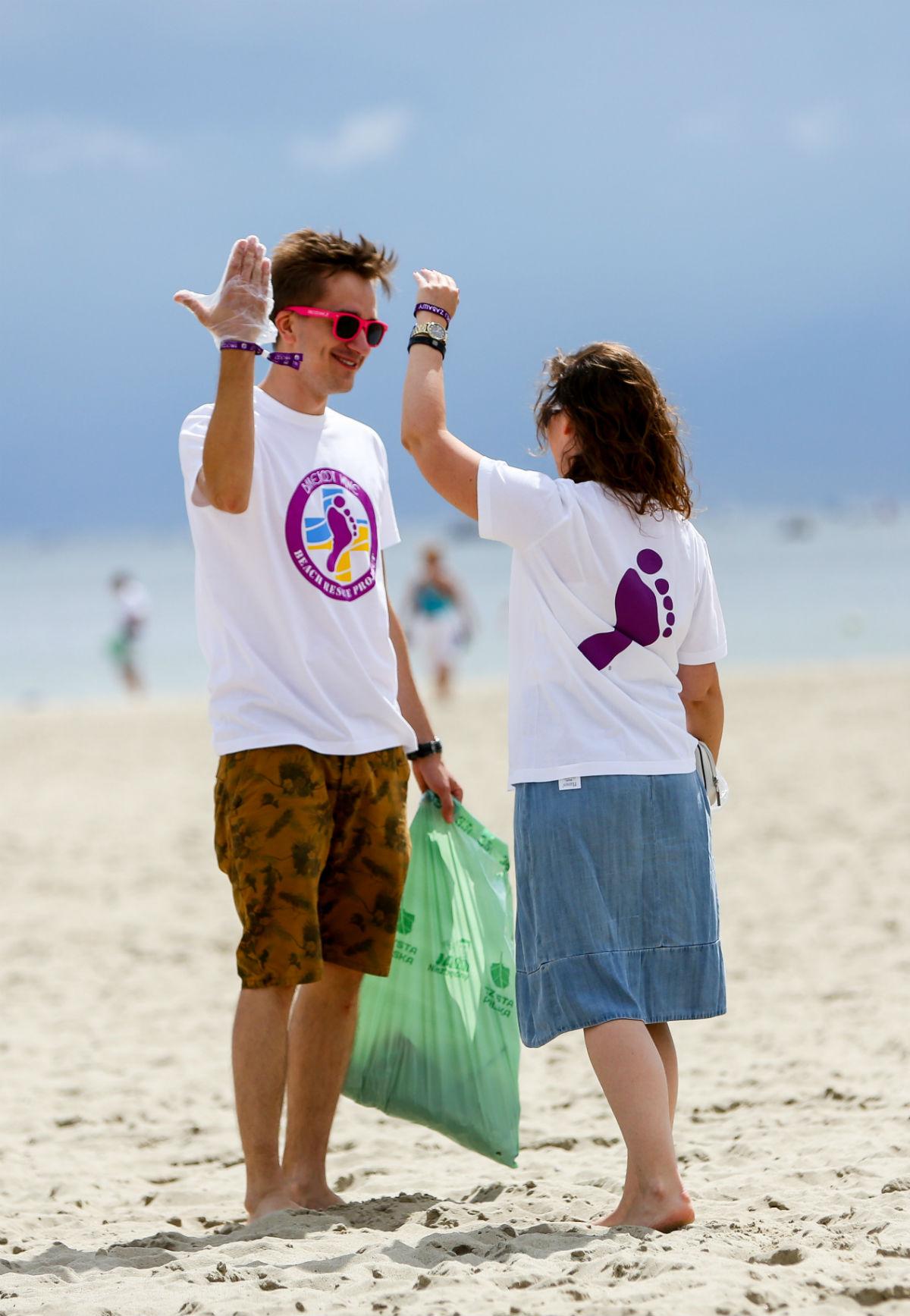 Czysta Plaża ślady bosych stóp